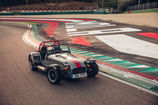 CATERHAM 275R: THE ESSENCE OF MOTORING DISTILLED