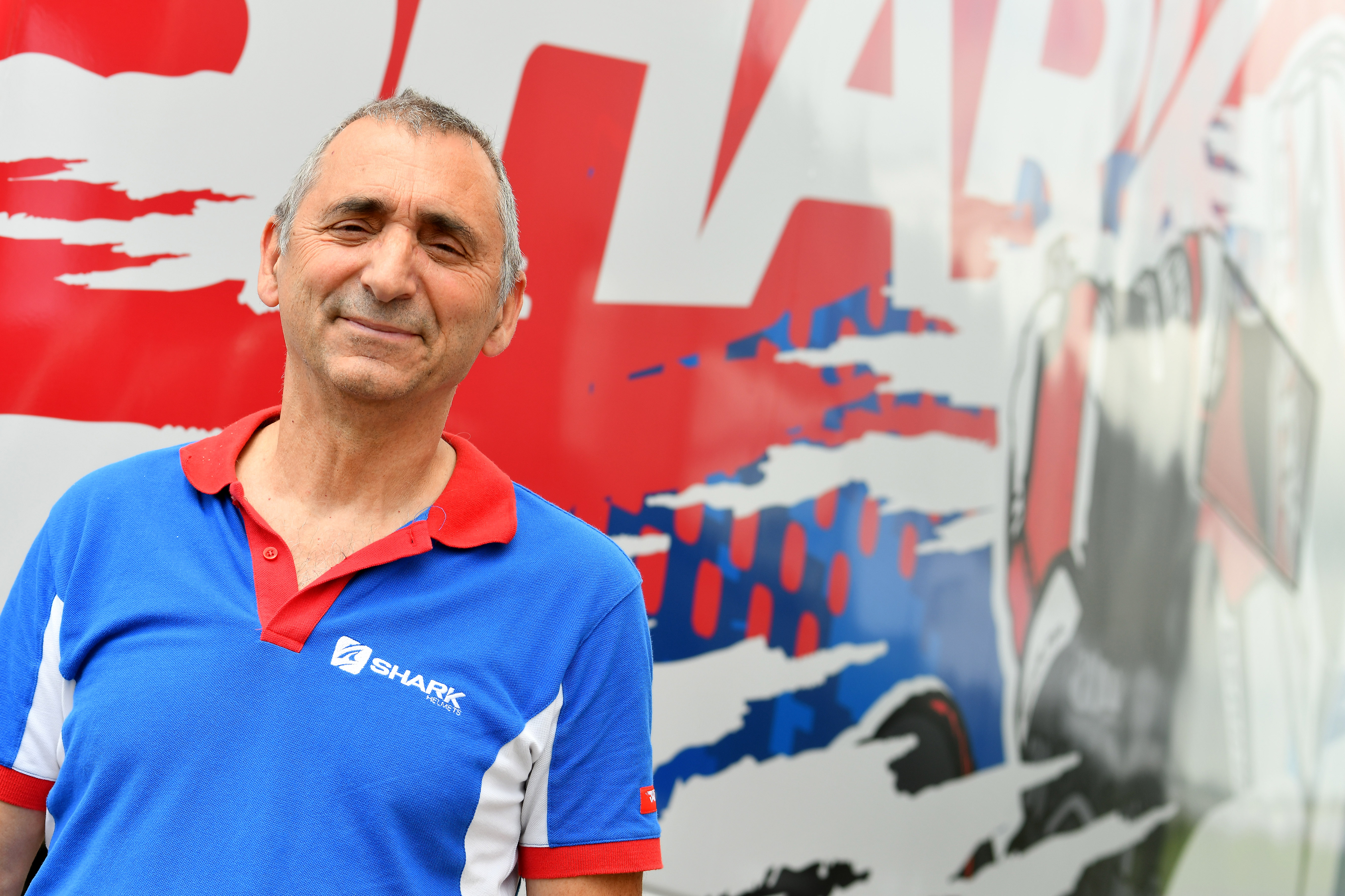 Depuis 20 ans, Jean-Jacques Lacroix s'occupe de la préparation des casques Shark des pilotes sur les Grand Prix de Moto GP