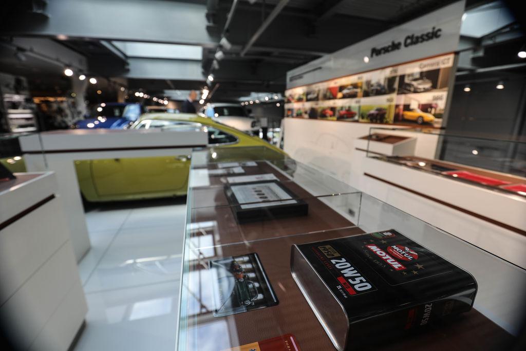 MotulEvo теперь в официальном дилерском центре Porsche