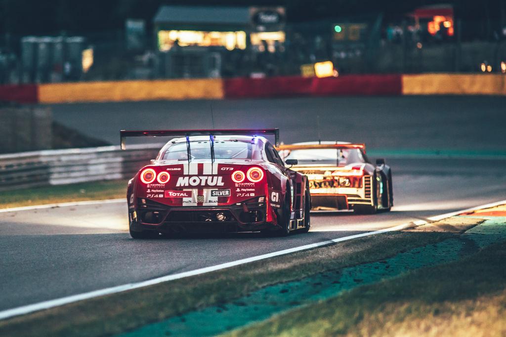 24-те часа на Спа: сплотен с екипа на Nissan.