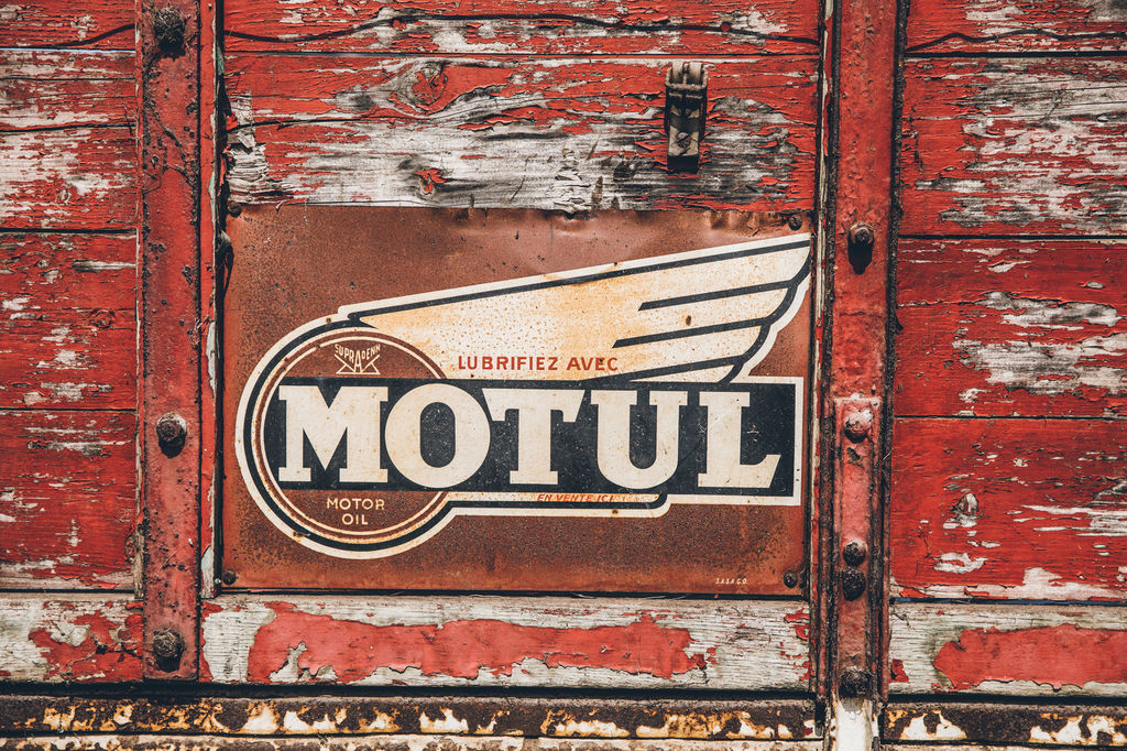 1940'S MOTUL TRUCK: THE STORY REALLY BEGINS.