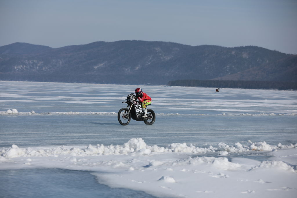Breaking speed records on a Russian lake