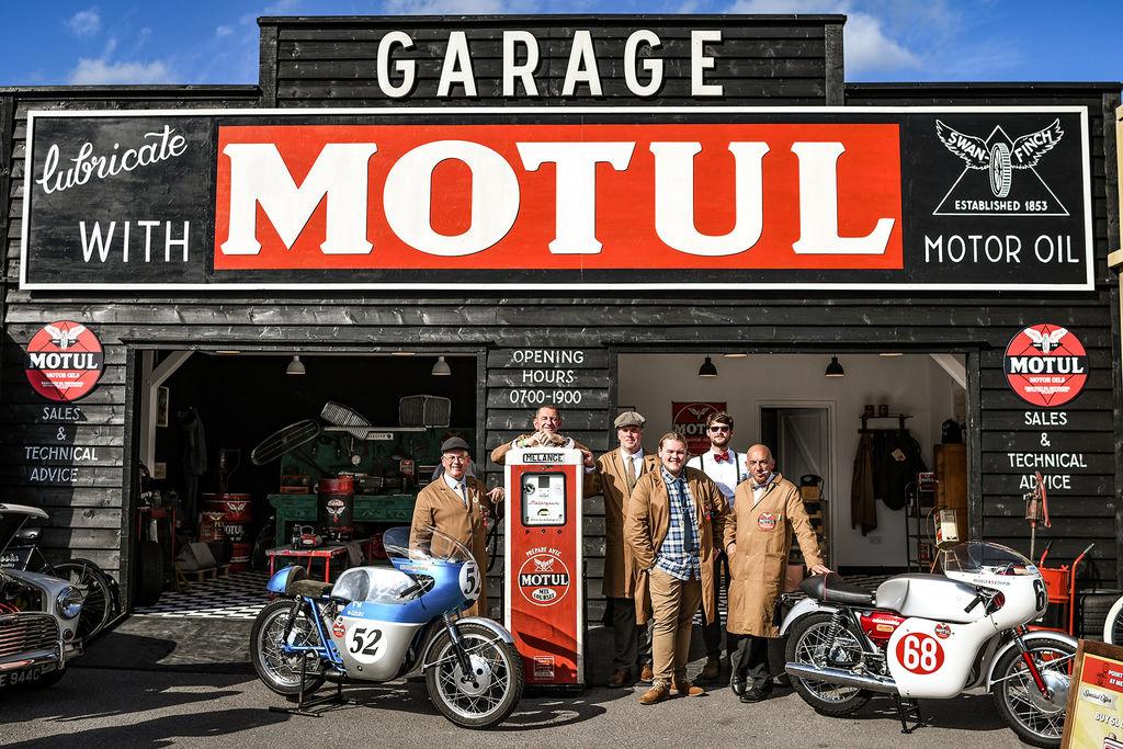 Motul rinde tributo a la era dorada del automovilismo en el Goodwood Revival