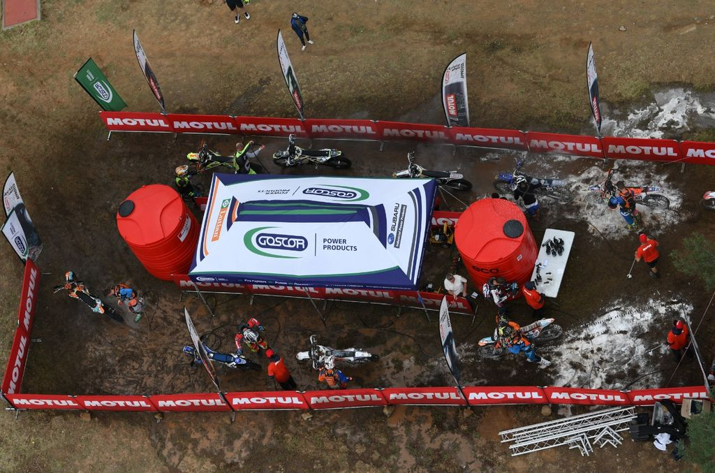 2019 Motul Roof of Africa: Helping Riders Make a Clean Getaway