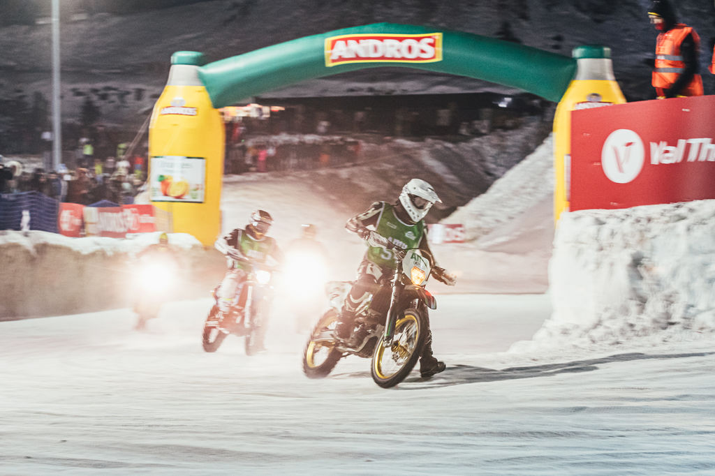 Legendary race champions drift through the French powder snow of Val Thorens