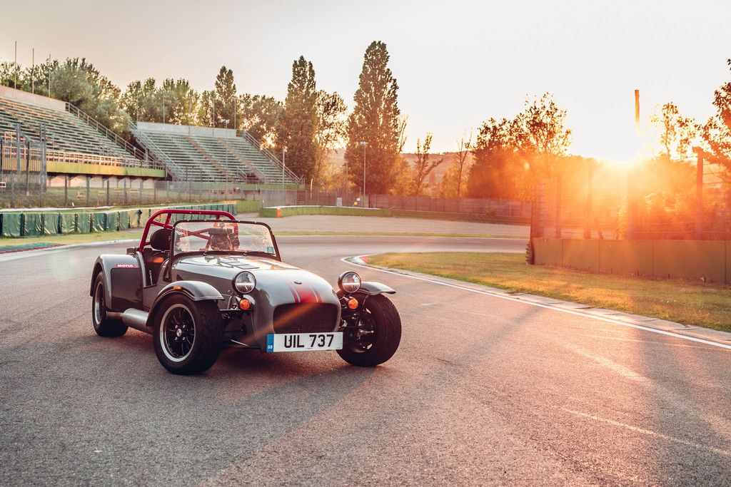 THE CATERHAM DRIVING EXPERIENCE