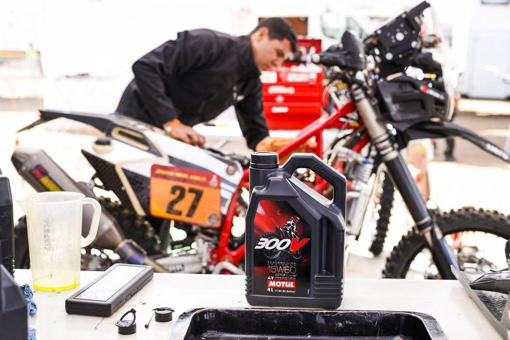 Descubre una gama de productos offroad testeada y aprobada por los Original by Motul,  participantes de la categoría más extrema del rally Dakar
