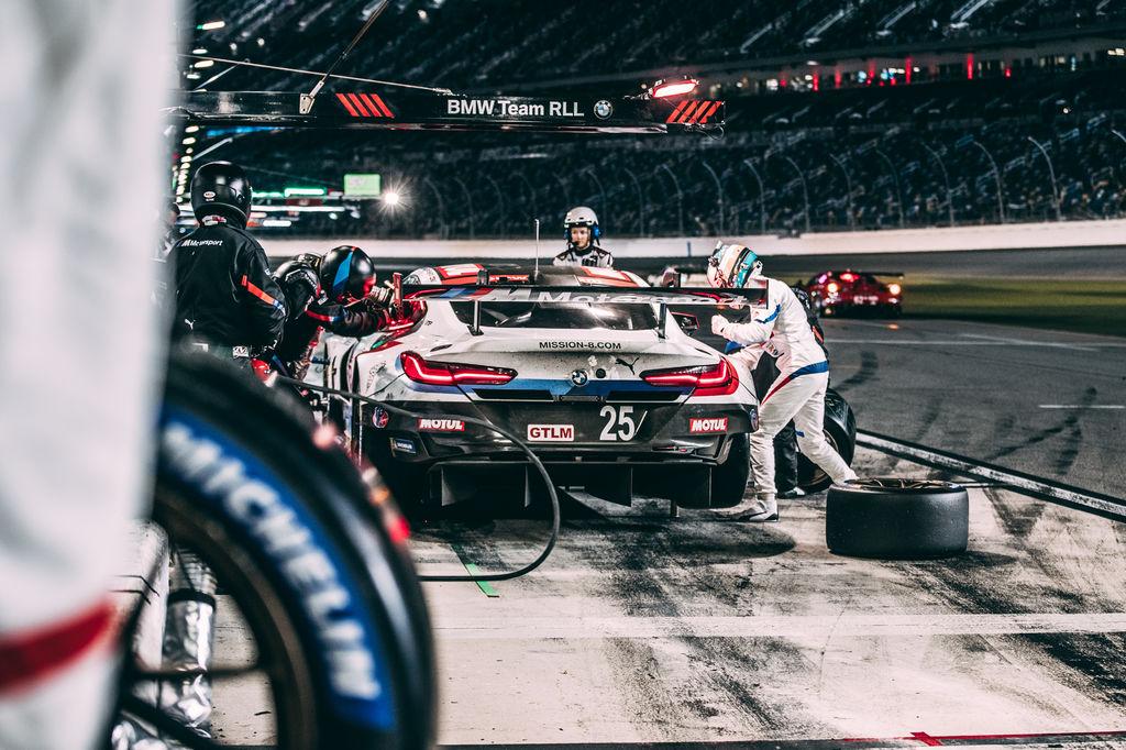 In der DTM hattest du dein eigenes Auto. Jetzt teilst du dir das Auto mit drei anderen Fahrern. Wie koordinierst du dich mit deinen Teamkollegen?