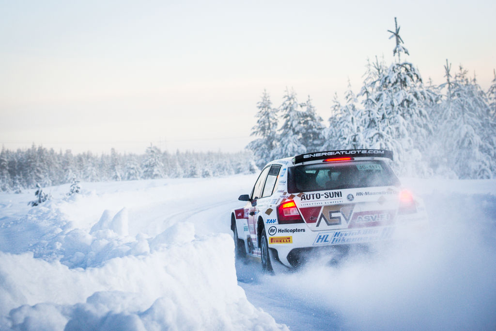 What's the spectator reaction to Finnish rallying like?