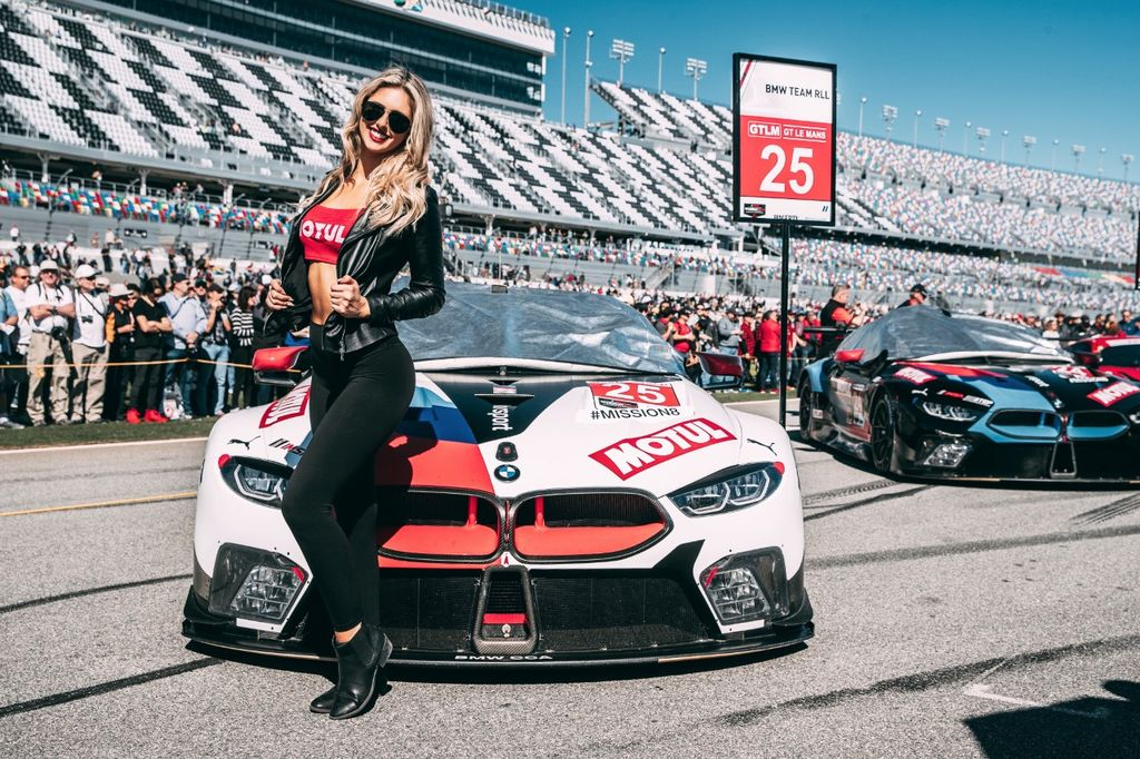 LILY LINDQUIST: THE MOTUL MODEL WHO ORGANIZES SUPERCAR EVENTS