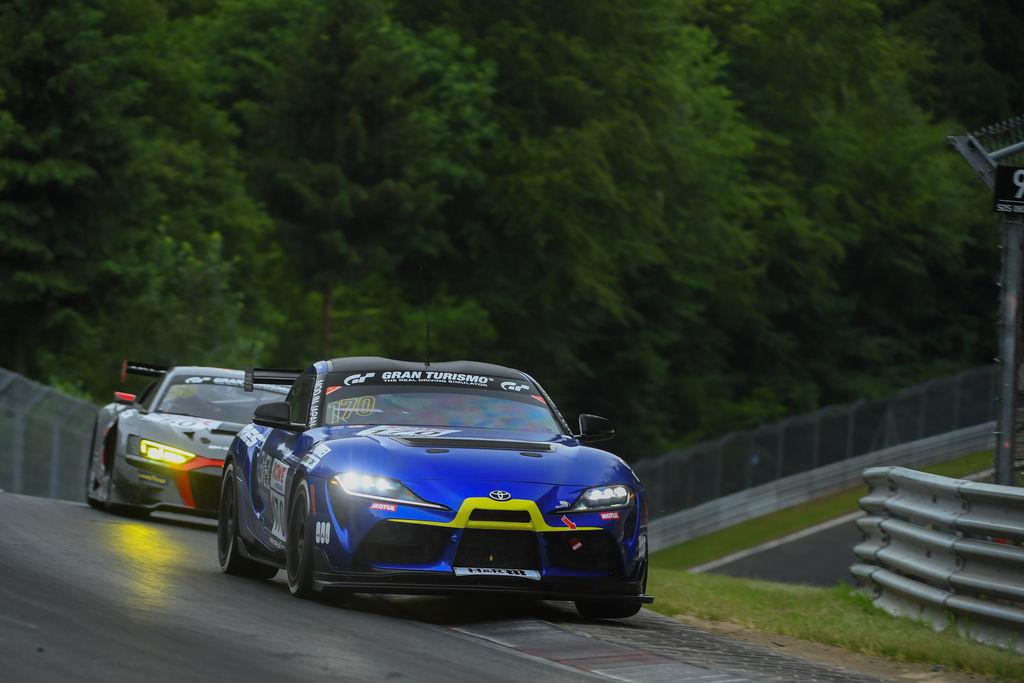 Ring Racing meistert Saisonauftakt mit Premiere des Toyota GR Supra GT4