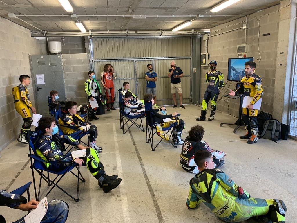 TEST DE LA YAMAHA R125 bLU cRU Cup en el Circuito de Alcarrás