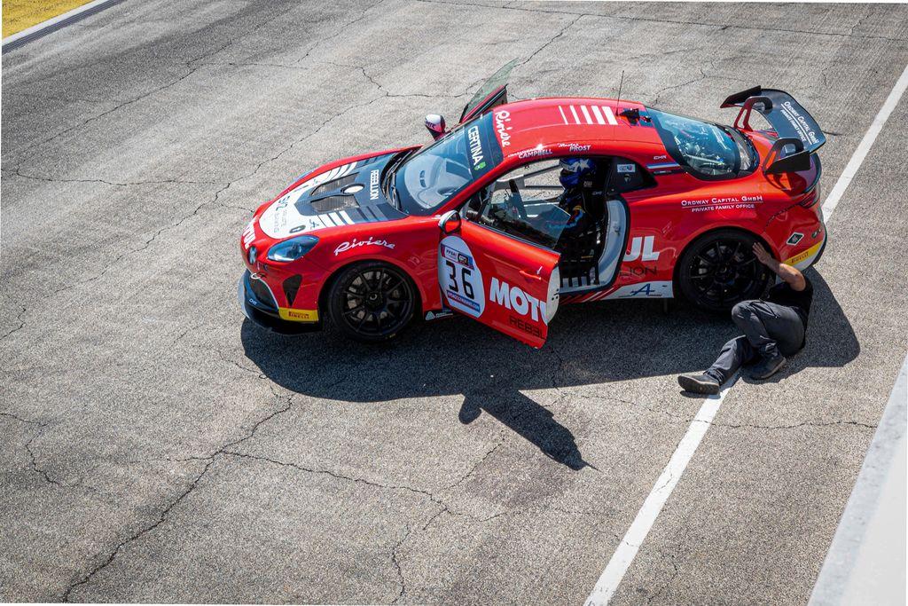 Vous avez un engagement et une expérience très larges dans le sport automobile. Quel est votre sentiment sur le fait que les courses se déroulent à huis clos ?