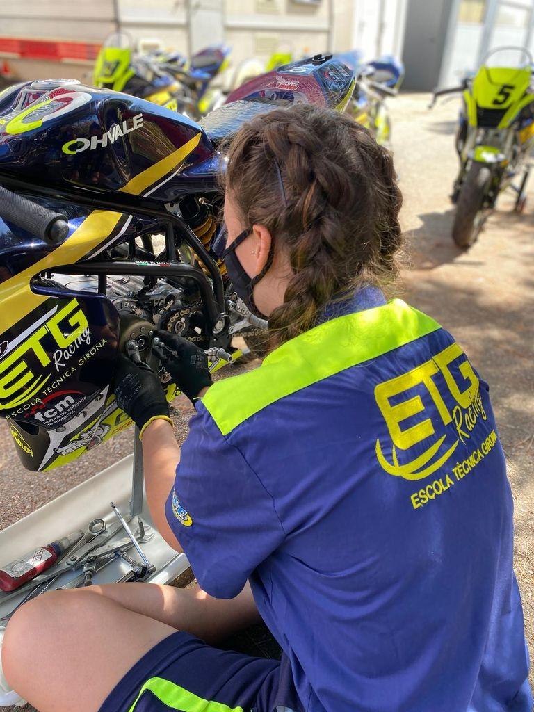 ETG Racing y sus alumnos, siguen dando soporte mecánico y técnico a las jóvenes promesas del motociclismo.