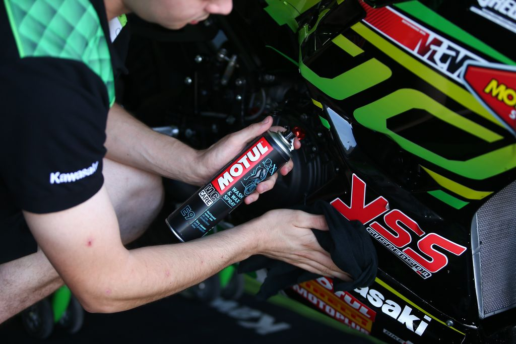 MOTUL Products In RACE USE