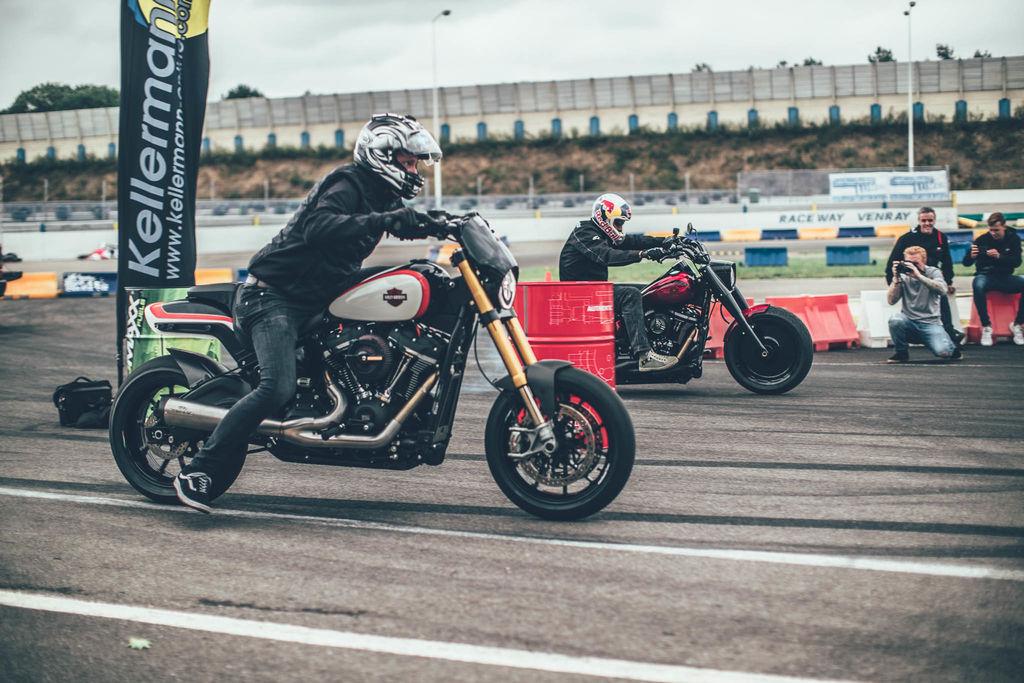 Für den Start des Project 21-Auspuffs für Harley-Davidson hat sich Dein Unternehmen mit Motul zusammengetan, einer Marke, die normalerweise nicht mit der Chopper-Kultur in Verbindung gebracht wird.