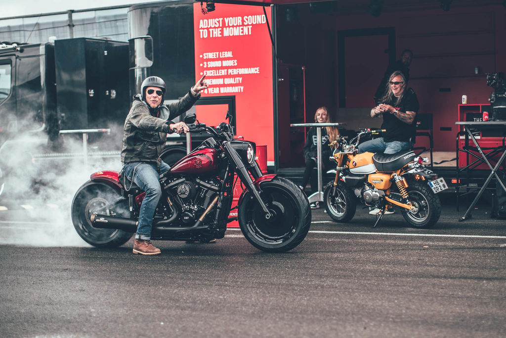 Who is the rider Jekill and Hyde build their exhaust systems for?