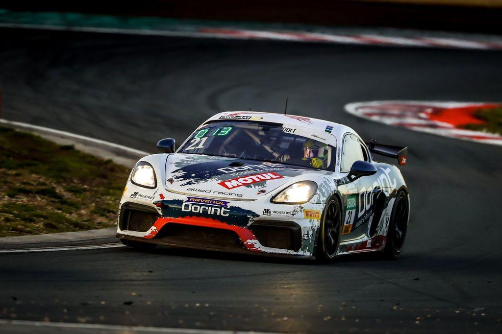 Platz 2 für Dennis Fetzer zum Saisonabschluss der ADAC GT4 Germany