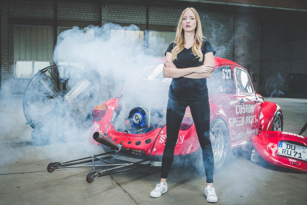 Wie die junge Duisburgerin Studium, Job und Drag Racing meistert