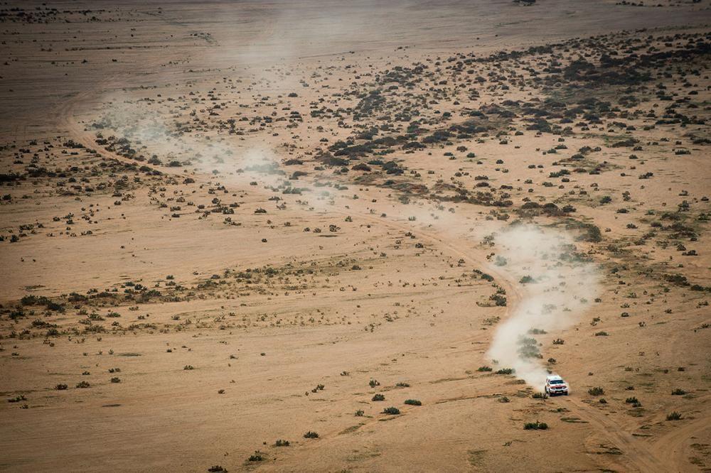 «Дакар» считается крайне изнурительный гонкой.DakarClassicпридерживается менее сложного маршрута, он все еще довольно суров к автомобилям и гонщикам.