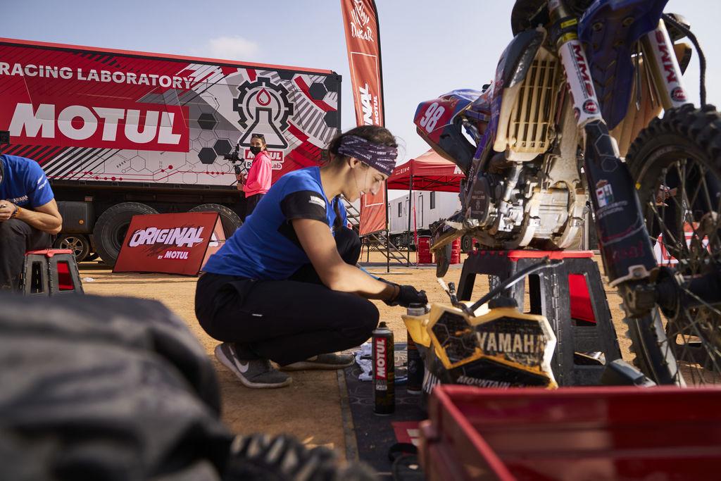 Cinco españoles llegan a la meta del Dakar en su categoría más extrema, Original by Motul