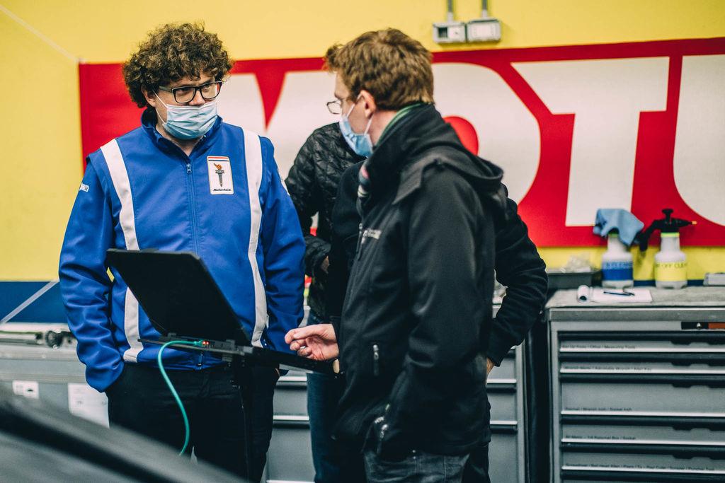 Luca, wir sind hier in Vallelunga und begleiten Euch beim ersten Test des Glickenhaus LMH007. Was ist das Ziel dieses Tests?