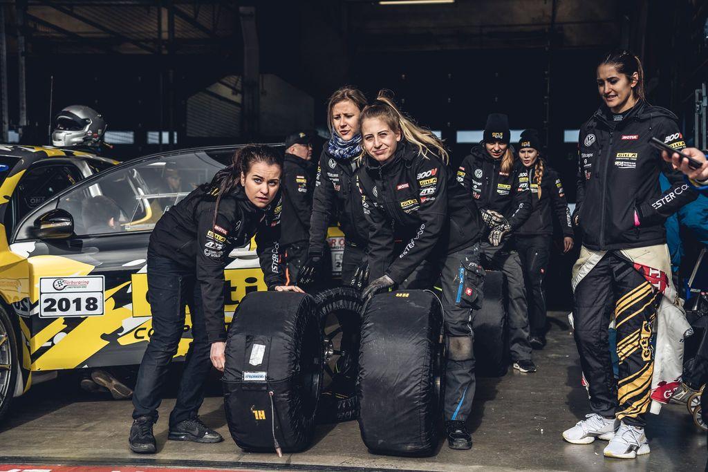 Girls Only im Audi R8 LMS GT4 und weiteren prominenten Pilotinnen