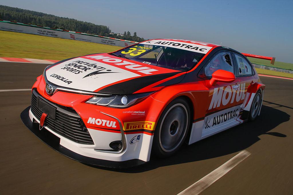 Nelson, para aqueles que não estão familiarizados com o campeonato, você pode explicar como é a Stock Car?