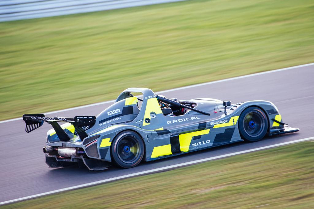 RADICAL SR-10: самый быстрый автомобиль в любительской серии