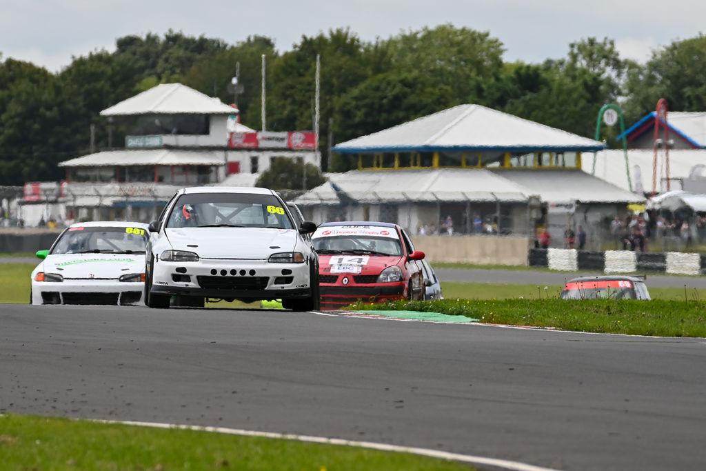 Новое партнерство также распространяется и на гоночную серию Hot Hatch Challenge?