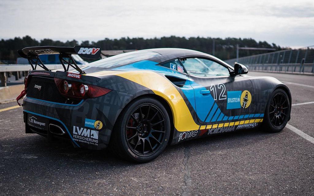 Bei deine Events fährst du auch ein Auto namens Artega GT. Nicht viele Leute kennen dieses Auto. Was hat es damit auf sich?