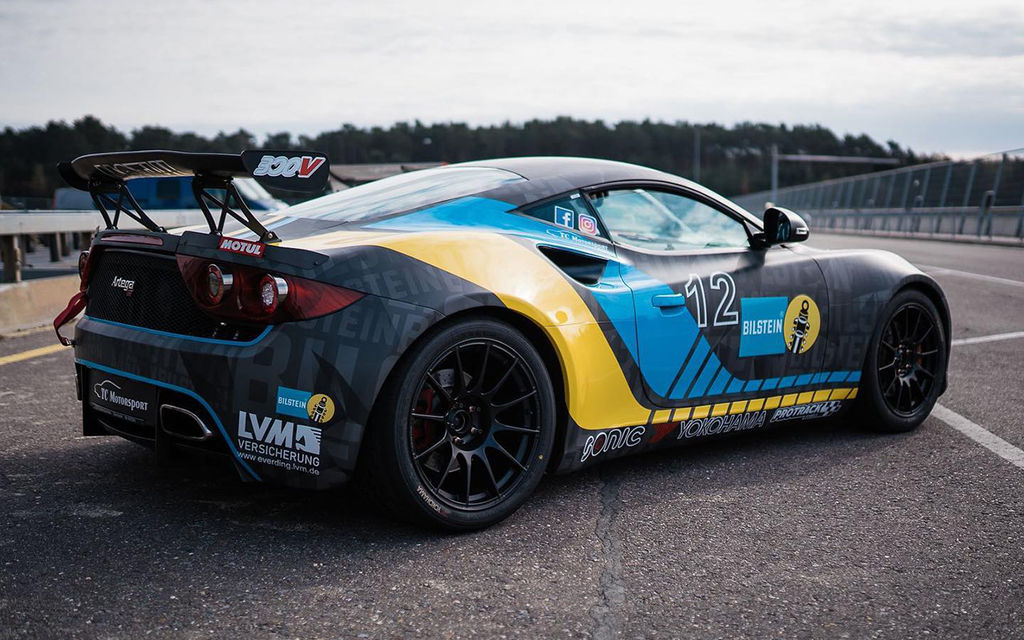 На трек-днях ты управляешь Artega GT. Этот автомобиль знаком не многим. Что скажешь о нем?