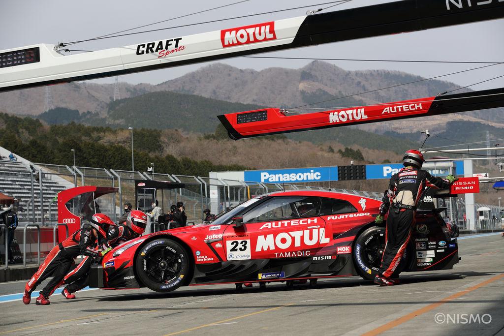 NISSAN GT-Rは13年以上と長く販売されているスポーツカーでありレーシングカーでもありますが、どのように進化してきているのですか?