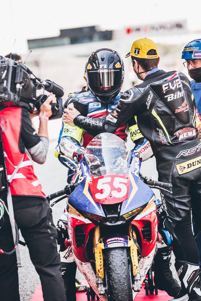 Vous avez déjà remporté le classement général des 24 Heures Motos en 2006 aux côtés de Christian Lavieille. Qu'en est-il de cette victoire ? Est-elle encore plus spéciale
