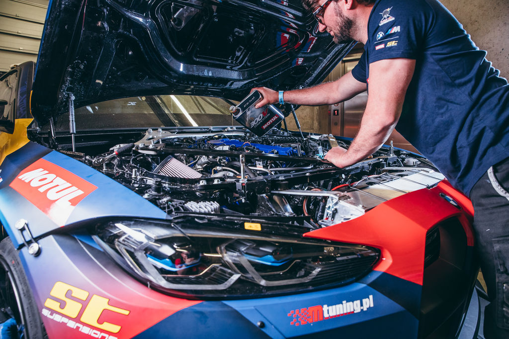 How big of a role plays a racing lubricant like Motul 300V in this reliability?