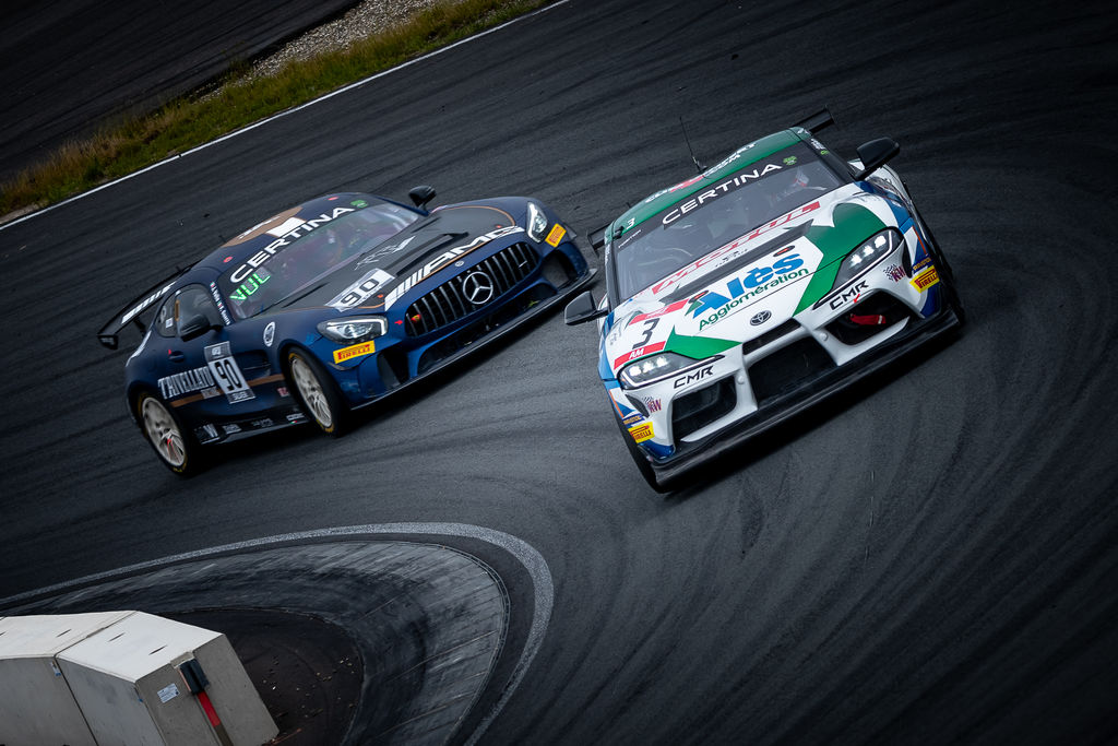 Could you explain how the GT4 European Series racing works?