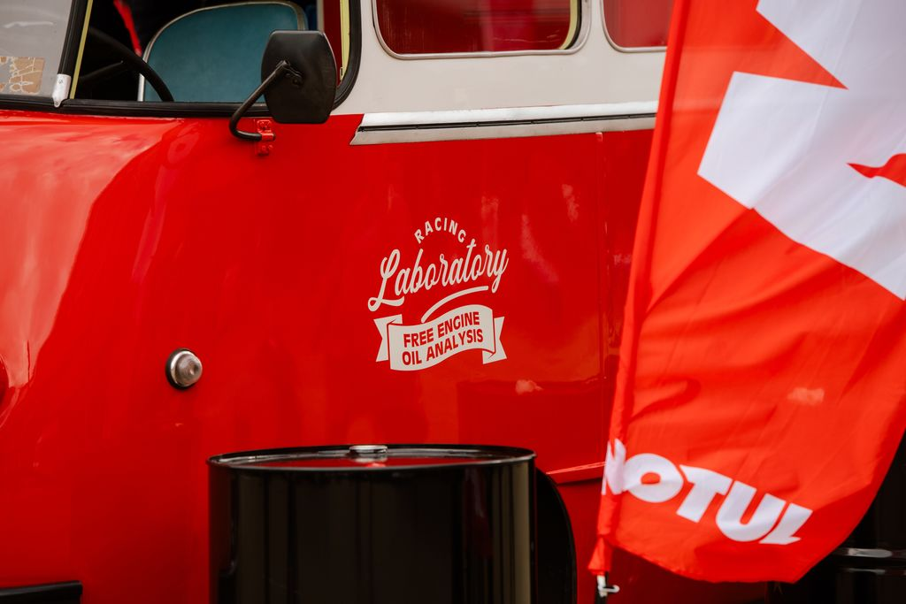 MOTUL'S RACING LAB SUPPORTS THE CLASSIC