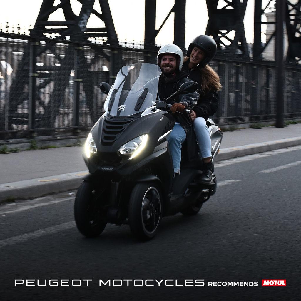 MOTUL A PEUGEOT MOTOCYCLES UZAVÍRAJÍ STRATEGICKÉ PARTNERSTVÍ V OBLASTI MAZIV
