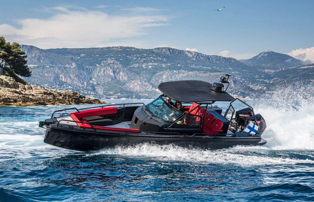Brabus ist derzeit nicht nur ein Auto oder ein Tuning-Unternehmen. Es gibt Boote, eine Lifestyle-Marke und vielleicht noch mehr Dinge, die in Arbeit sind. Definierst du Brabus eher als eine Luxus-Lifestyle-Marke?