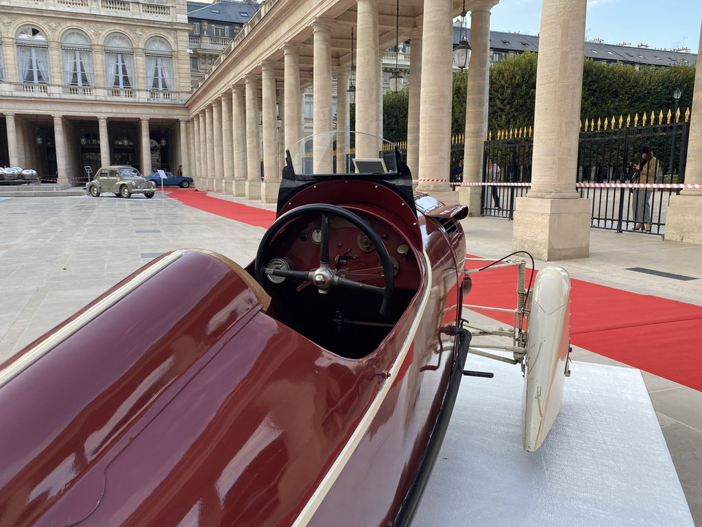 La première voiture exposée est la Maratuech. Pouvez-vous nous en dire plus sur l'histoire unique de cette voiture ?