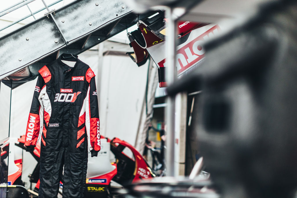 MOTUL LAUNCHES NEW PROTECTIVE 300V RACING GEAR LINE, EXCLUSIVELY MANUFACTURED BY STAND21