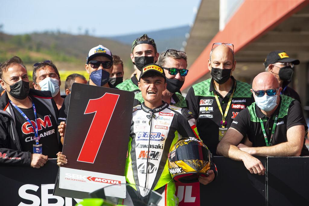 El piloto español Adrián Huertas se alzó con la corona del Campeonato WorldSSP en Portimão.
