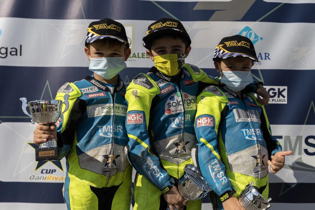 Este pasado domingo 10 de octubre en el Circuito Karpetania-Segovia se celebró la última carrera de la Cup Dani Rivas 2021, donde hasta 8 pilotos se jugaban el título en las dos categorías Minimotos y MiniGP